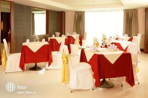 Convenient Grand Hotel 6
