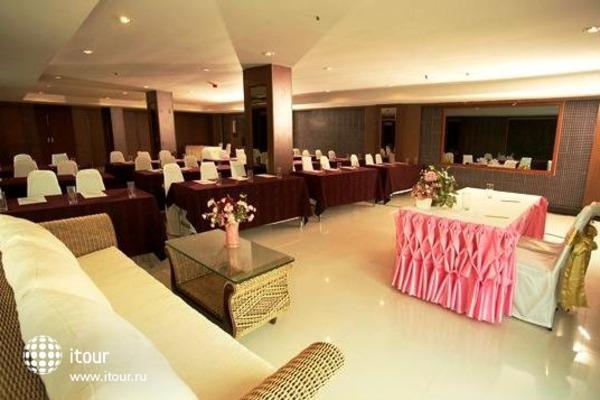 Convenient Grand Hotel 7