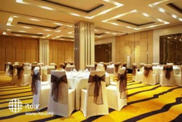 Four Points By Sheraton Bangkok, Sukhumvit 15 10