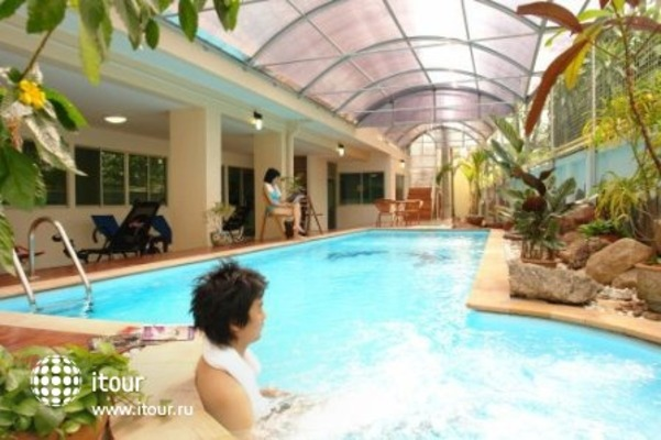 Malee Suites Serviced Apartment 1