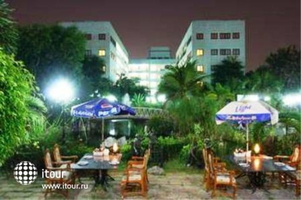 13 Coins Airport Hotel Minburi 9