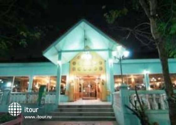 13 Coins Resort Bangna 1