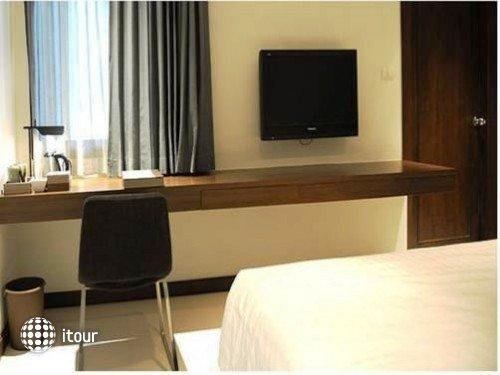 S33 Compact Sukhumvit Hotel 4