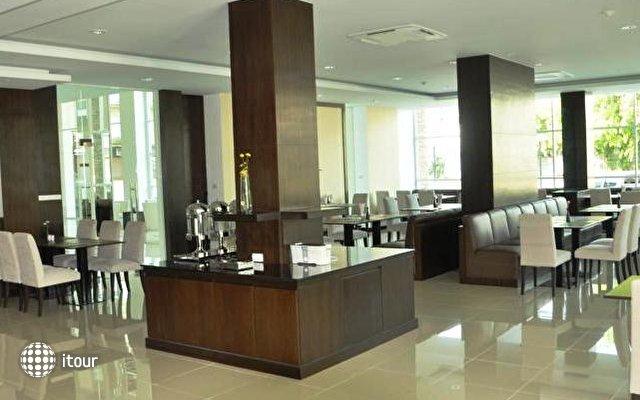 Demeter Residences Suites Bangkok 8