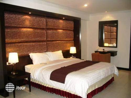 Royal Orchid Resort 10