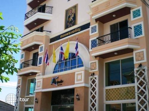 Naris Art Hotel 8
