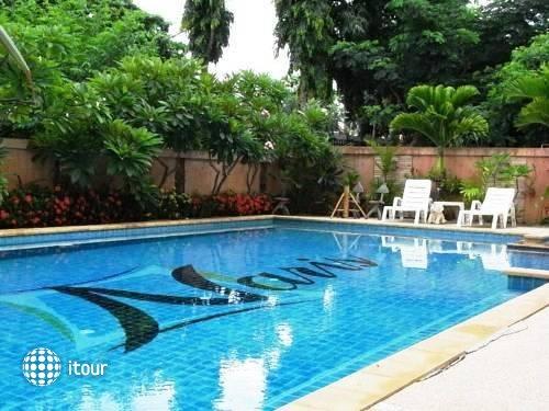 Naris Art Hotel 9