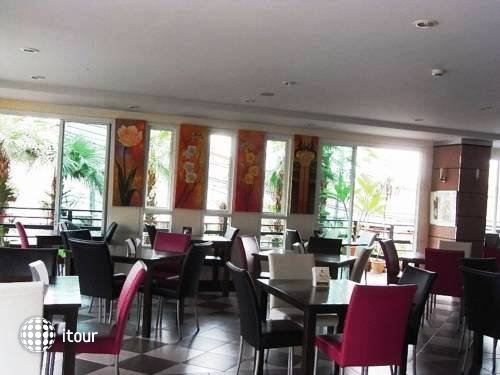 Naris Art Hotel 12