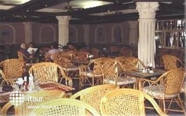 Romeo Palace 9