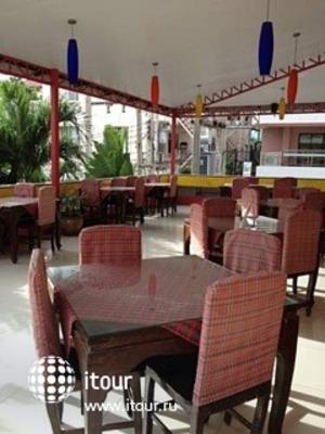 Monaa's Place 6