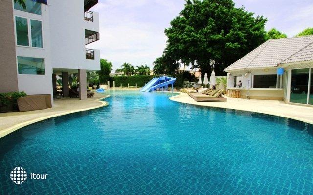 Pattaya Discovery Beach Hotel 2