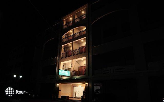 Malee Jomtien Room Service Lodge 3