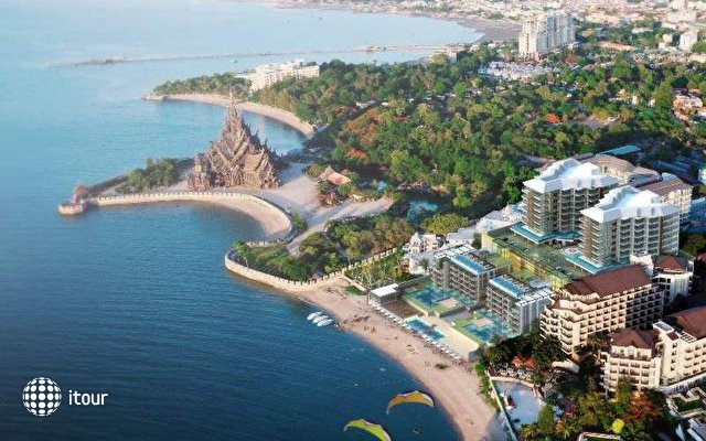 Centara Grand Modus Resort 6