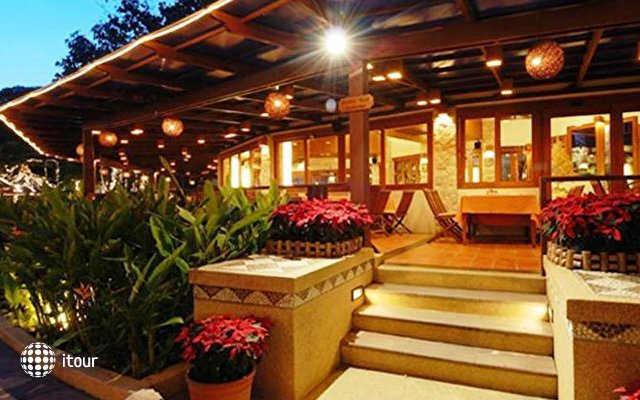 Woodlands Resort 8
