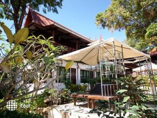 Banthaisangthain Resort 1