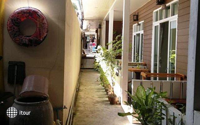 Ban Fahsai Guest House 10