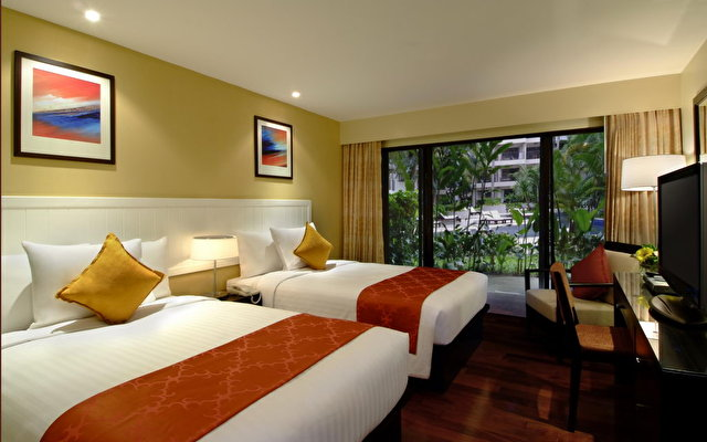 Courtyard By Marriott Phuket At Surin Beach 4