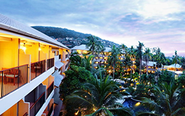 Courtyard By Marriott Phuket At Surin Beach 8