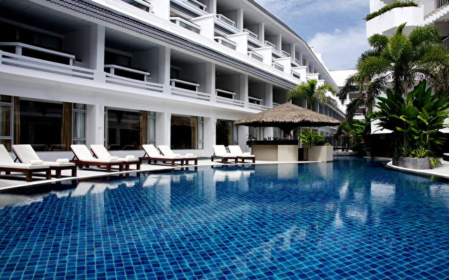 Courtyard By Marriott Phuket At Patong Beach 4