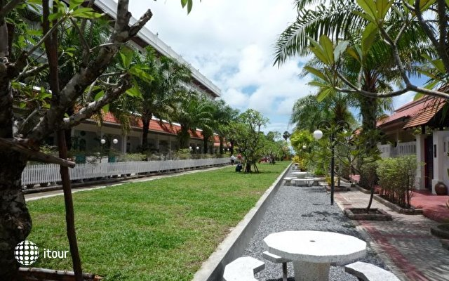 The Old Phuket Karon Beach Resort 8