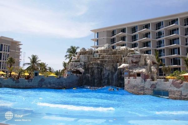 Centara Grand West Sands Resort & Villa 1