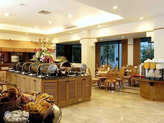 Rattana Beach Hotel 4