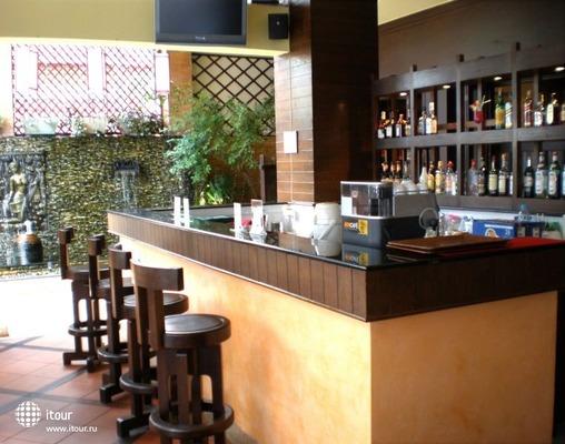 Rattana Beach Hotel 10