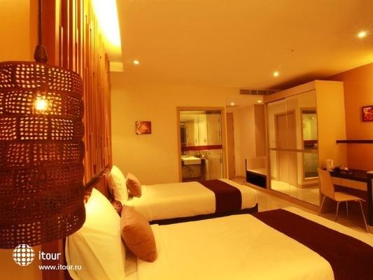 I Dee Hotel 8