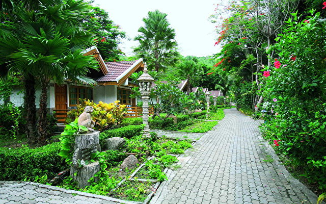 Thavorn Beach Bungalow 6