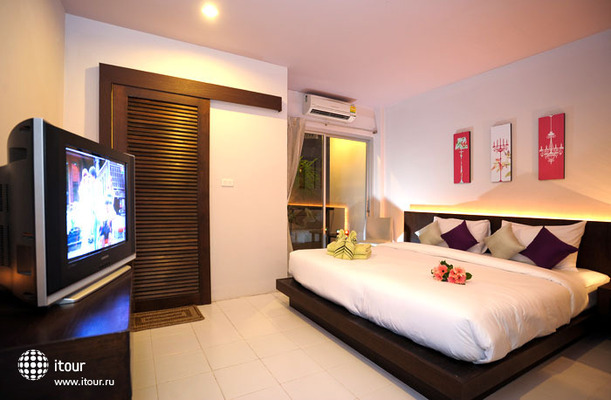 Urban Patong Mini Hotel & More 8