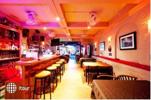 Karon Sunshine Guesthouse, Bar & Restaurant 2