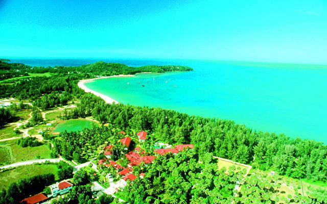 Amora Beach Resort 3