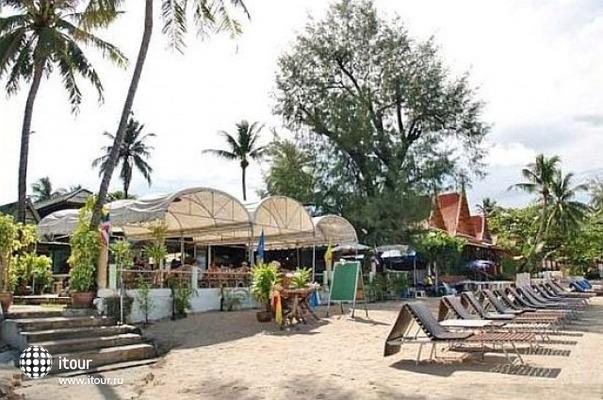 Choengmon Beach Hotel 8