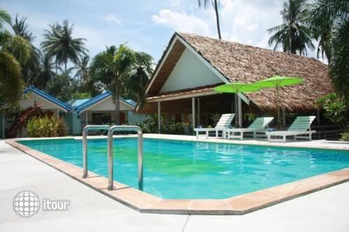 Lime N Soda Beachfront Resort 2