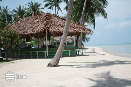 Lime N Soda Beachfront Resort 3