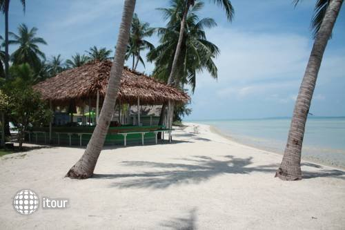 Lime N Soda Beachfront Resort 4