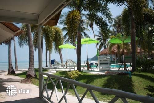 Lime N Soda Beachfront Resort 6