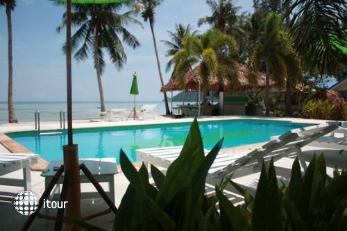 Lime N Soda Beachfront Resort 7