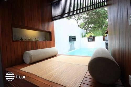 Pao Jin Poon Beach Front Villa 6