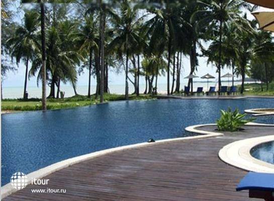 Royal Bangsak Beach Resort 2