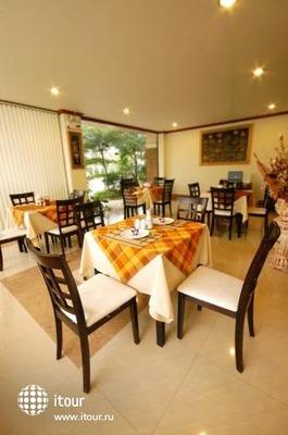 Sripet Hotel 4