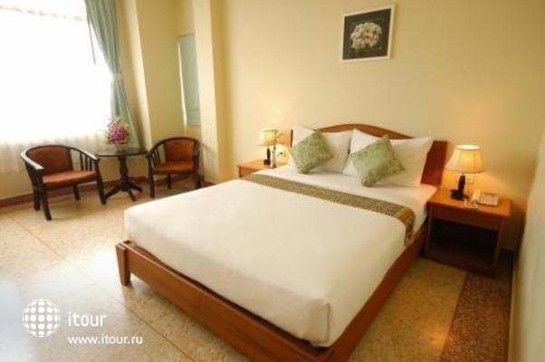 Sripet Hotel 7