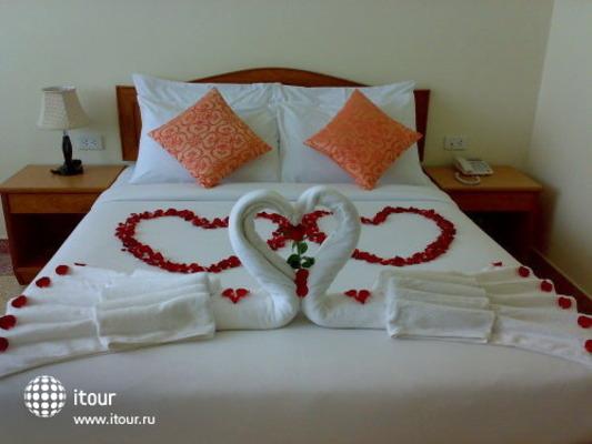 Sripet Hotel 8