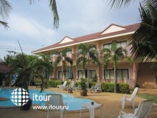 Lanta Seafront Resort 1