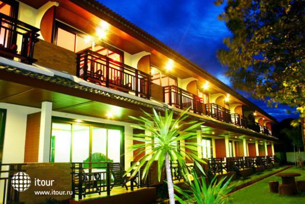 Andaman Beach Resort Phi Phi 8