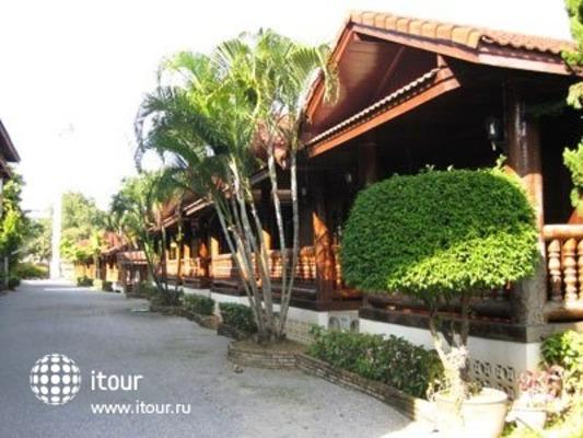 Ban Khun Yom Hotel 9