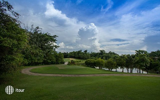Waterford Valley Chiangrai Golf Course 4