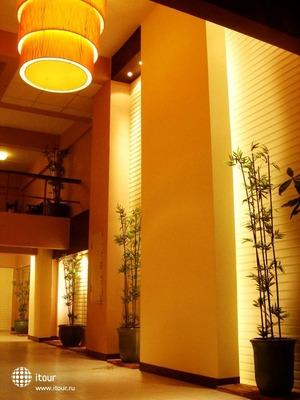 Maninarakorn Hotel 8
