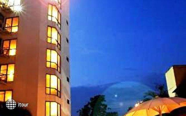C H Hotel 10