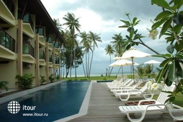 Lanta Pura Beach Resort 9
